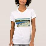 Postal surrealista del paisaje del vintage de una  camisetas