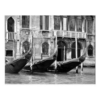 Postal veneciana de las góndolas