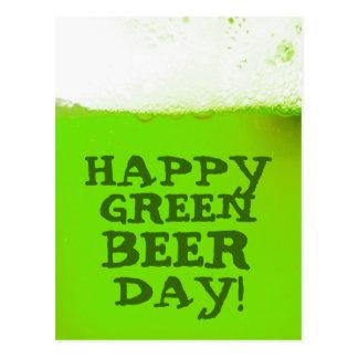 Postal verde feliz irlandesa del día de la cerveza