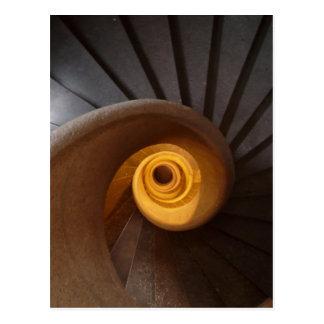 Postal vieja rústica de la escalera espiral