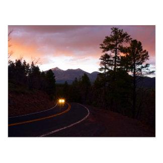 Postales de la puesta del sol de la montaña