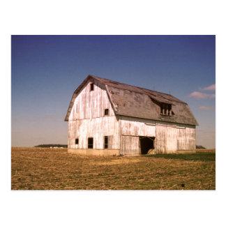 Postales viejas de la foto de color del granero