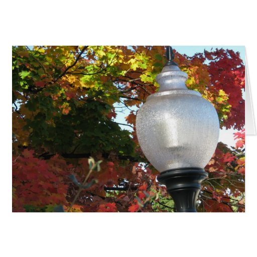 Poste de la lámpara del otoño tarjeta