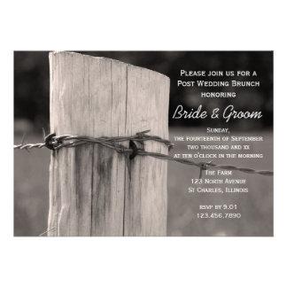 Poste rural de la cerca después de casar invitacio comunicado