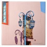 Poste y edificios pintados, Caminito, La de la lám Tejas Cerámicas