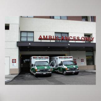 Poster: - Ambulancias en el hospital de las ciudad Póster