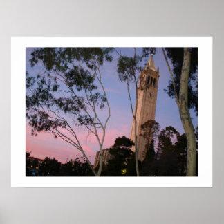 Poster de la puesta del sol del campanil, iluminad