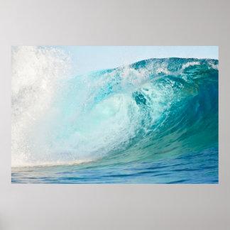 Poster de la rotura de la onda que practica surf póster