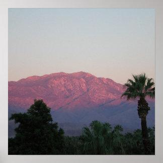 Poster de las montañas púrpuras
