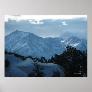 Poster de las nevadas fuertes de las montañas del