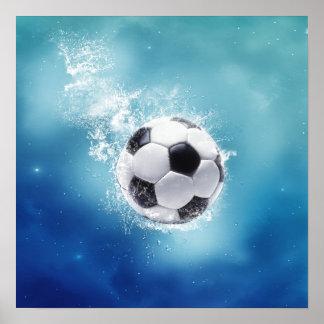 Poster del chapoteo del agua del fútbol