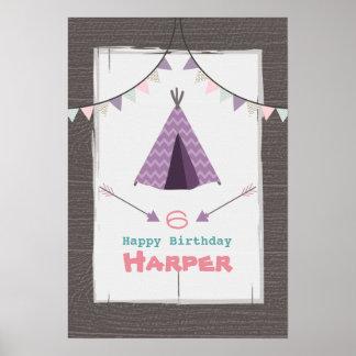 Poster del cumpleaños del tipi que acampa púrpura