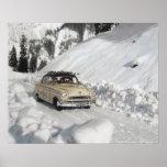 Poster del esquí del vintage, coche al piste
