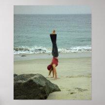 Poster del océano del handstand de la mujer