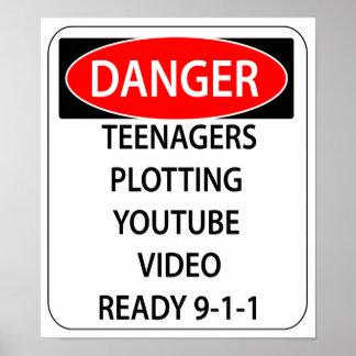 Poster del peligro de la comedia - adolescentes