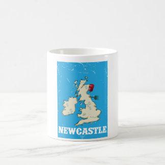 Poster del viaje de Newcastle País de Gales del Taza Básica Blanca
