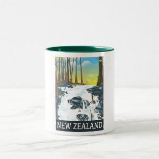 Poster del viaje del río de Nueva Zelanda Taza De Dos Tonos