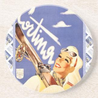 Poster del viaje del vintage, Cortina d'Ampezzo Posavasos Diseño