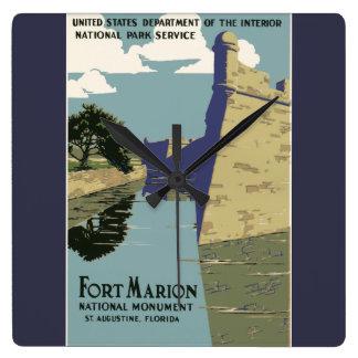 Poster del viaje del vintage de Marion del fuerte Reloj Cuadrado