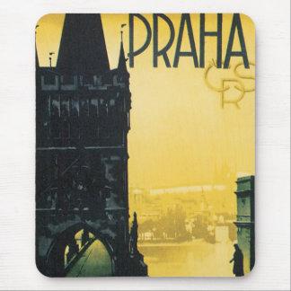 Poster del viaje del vintage de Praga Alfombrilla De Ratón
