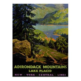 Poster del vintage del Lake Placid de las montañas Postales
