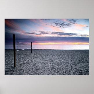 Poster del voleibol de playa de la puesta del sol