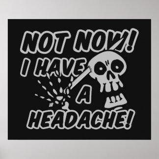 Poster divertido del cráneo del dolor de cabeza