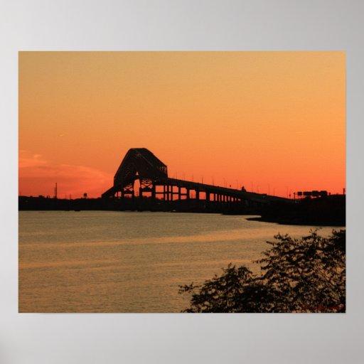 Poster dominante de la puesta del sol 4 del puente