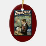 Poster mágico del vintage, Thurston, el gran mago Adorno Navideño Ovalado De Cerámica
