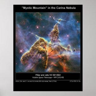 Poster místico de la montaña de la nebulosa de Car