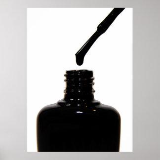 Poster negro del esmalte de uñas póster