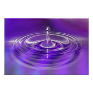 Poster púrpura del descenso del agua