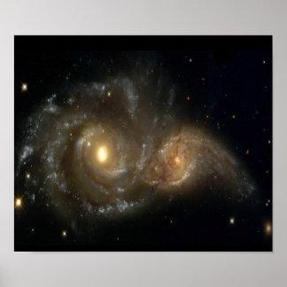 Poster que choca de dos galaxias espirales