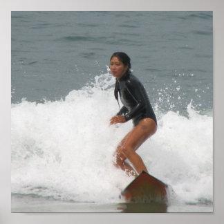Poster que practica surf del chica
