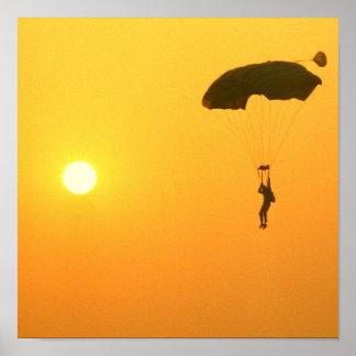 Poster que se lanza en paracaídas