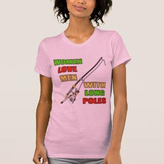 Postes largos que pescan las camisetas y los