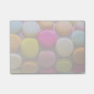 Postre cocido sabroso colorido de Macarons Notas Post-it®