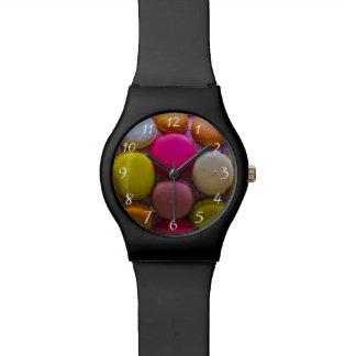 Postre cocido sabroso colorido de Macarons Reloj