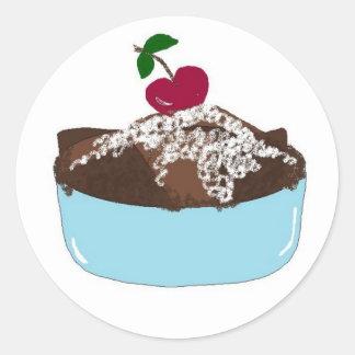 Postre de la bagatela del chocolate pegatina redonda