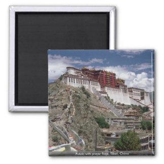 Potala con las banderas del rezo, Tíbet, China Imanes De Nevera