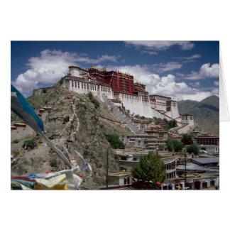 Potala con las banderas del rezo, Tíbet, China Tarjeton