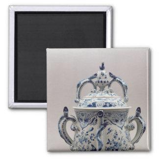 Pote, azul y blanco del posset de Lambeth Delftwar Imán Cuadrado
