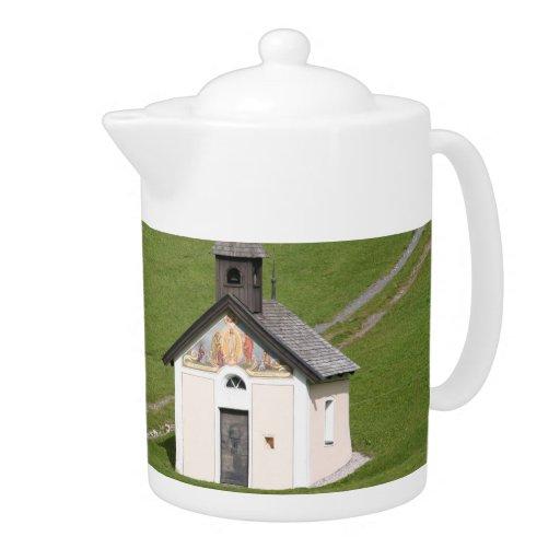 Pote del té de la iglesia del país