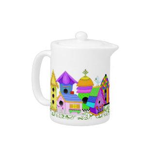 Pote del té del pueblo del chirrido