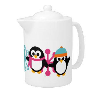 Pote medio del té de los pingüinos juguetones del