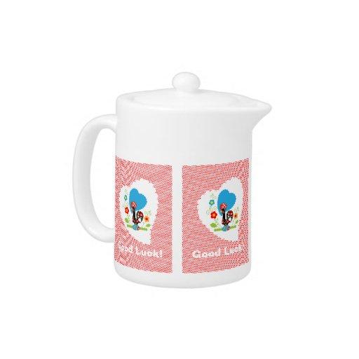 Pote portugués del té del gallo con los polkadots