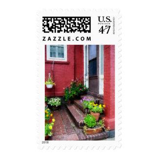 Potes de flores por la puerta sello postal