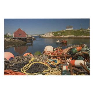 Potes de langosta, boyas, y cuerdas en el muelle e impresiones en madera