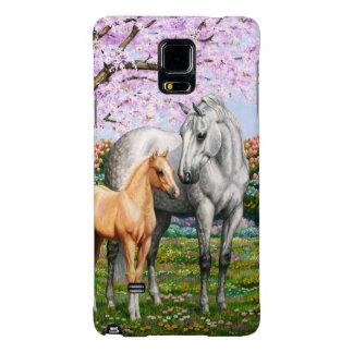 Potro del Palomino y caballo gris