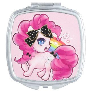Potro rosado lindo con el arco y el arco iris del espejo para el bolso